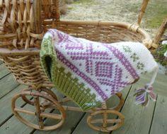 Liten Mariuslue med dusker Knit Hats, Barn, Blanket, Knitting, Crochet, Design, Knitted Hats, Converted Barn, Tricot