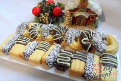 Kokosové strojkové   NejRecept.cz Christmas Baking, Christmas Cookies, Czech Recipes, Ethnic Recipes, Eid Food, Buttery Cookies, Party Platters, Salty Snacks, Graham Crackers