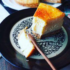凄い量!!と、超絶濃厚しっとりなめらか♪我が家自慢のベイクドチーズケーキ♪ | しゃなママオフィシャルブログ「しゃなママとだんご3兄弟の甘いもの日記」Powered by Ameba Sweets Recipes, Bread Recipes, Cooking Recipes, Desserts, Tapas, Bread Cake, Confectionery, Cheesecake, Good Food