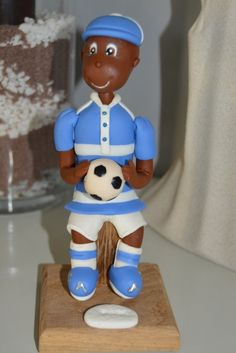 Petit Paul féru de foot - porcelaine froide - porcelana fria