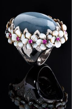 Inbar Fine Jewelry... Beautiful cabochon ring