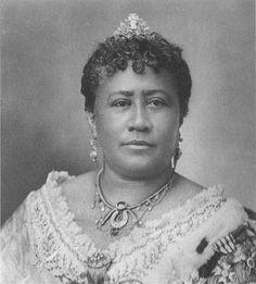 Queen Kapi'olani born Esther Kapi'olani or Esther Kapi'olani Napelakapuokaka'e, coronation portrait. Hawaiian Woman, Hawaiian Art, Hawaiian People, Hawaiian Queen, Queen Kapiolani, Hawaiian Monarchy, Aloha Hawaii, Blue Hawaii, Vintage Hawaii