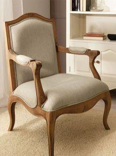 Sillón SENA de Bambó Blau. De madera de roble natural. Estilo clásico francés Louis XV. Para salón, despacho o dormitorio.