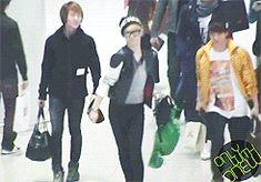 gifs Key onew shinee jonghyun airport JongKey dorks. xD
