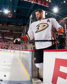 Ryan Kesler #17 of the Anaheim Ducks takes the ice in warm-ups prior to an NHL game against the Detroit Red Wings