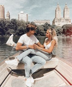 ~ʀᴇʟᴀsʜɪᴏɴsʜɪᴘ ɢᴏᴀʟs 𝐪: are you in a relationship ❃ 𝐚: nah Cute Couples Photos, Cute Couple Pictures, Cute Couples Goals, Couple Photos, Cute Young Couples, Beach Pictures, Relationship Goals Pictures, Cute Relationships, Relationship Rules