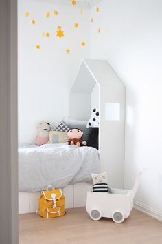 White, yellow and grey for kid's room - barefootstyling.com
