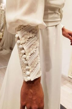 100 ideas for brides who will pass the altar in 2018 - ., 100 ideas for brides who will pass by the altar in 2018 - . Sleeves Designs For Dresses, Sleeve Designs, Blouse Designs, Dress Designs, Fashion Details, Fashion Tips, Fashion Design, Fashion Hacks, Work Fashion
