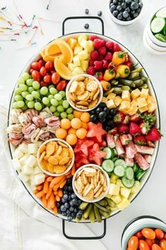This kid friendly summer snack platter is a breeze to throw together! It's the perfect addition to your summer BBQs and sure to be a hit for all ages! Snack Platter, Party Food Platters, Food Trays, Snack Trays, Crudite Platter, Breakfast Platter, Fruit Platters, Charcuterie Recipes, Charcuterie And Cheese Board