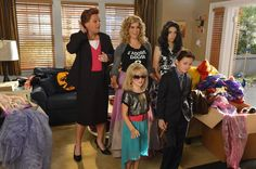 Pin for Later: The Best TV Character Halloween Costumes The Neighbors: Weaver Family The other other family costume: the Sex and the City gang! This one is the clear winner.