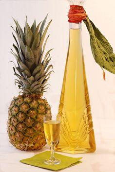 Wiem co jem - Nalewka ananasowa Healthy Smoothies, Healthy Drinks, Cocktails, Fruit Recipes, Cooking Recipes, Homemade Alcohol, Christmas Food Gifts, Polish Recipes, Polish Food