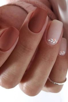 Semi-permanent varnish, false nails, patches: which manicure to choose? - My Nails Simple Wedding Nails, Wedding Nails Design, Nail Wedding, Wedding Manicure, Wedding Beauty, Floral Wedding, Perfect Nails, Gorgeous Nails, Cute Nails