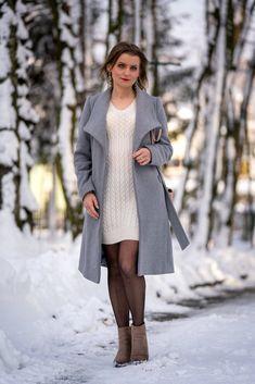 Biała sukienka dzianinowa w towarzystwie beżu i szarości | White knitted dress - Annastylefashion Blond, Coat, Model, Jackets, Style, Fashion, Down Jackets, Swag, Moda