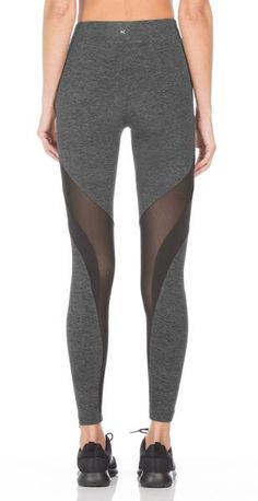 The Frame legging is in a category of its own. Angled paneling highlights our soft Cascade fabric with sheer Powermesh and signature Evanesce fabric acting as dynamic contrasts. Fitted with contoured insets that flatter your legs.