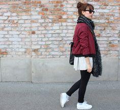 Maroon bomber jacket.  #bomberoutfit #autumnoutfit #autumnstyle
