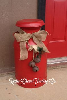 like the idea of using milk cans for Christmas decor.would just embellish not paint them. Christmas Porch, Noel Christmas, Primitive Christmas, Outdoor Christmas, Country Christmas, Christmas Projects, All Things Christmas, Holiday Crafts, Holiday Decor