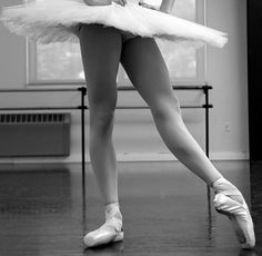 a straight, turnout, long, pointed tendu leg (and the whole posture) is simply the best...