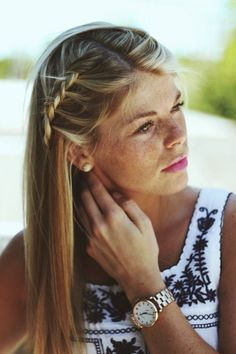 Summer hair. Blonde hair. Girl with freckles. Side braid. Inspiration. Beach hairdo. Easy to copy.