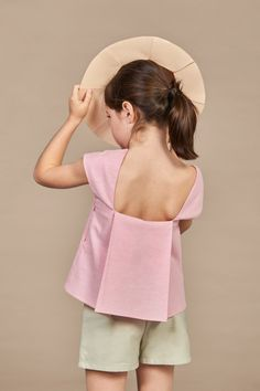 The new collection from Annice is called CHAPEAU and, again, you can see Ines' roots. The architect turned designer is bringing us perfectly cut dresses. Little Girl Fashion, Toddler Fashion, Kids Fashion, Cheap Fashion, Fashion Women, Fashion Moda, Fashion 2018, Newborn Outfit, Girl Outfits