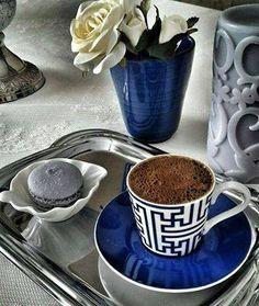 Kahve içmek, zamanı durdurma tuşudur. Kahveyi elinize alın ve Dünyayı susturun  Bi'kahve?...