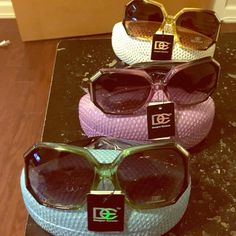 SALE For 1 hourquality sunglasses very cute Sunglasses with case gorgeous designer eyewear Designer eyewear Accessories Glasses