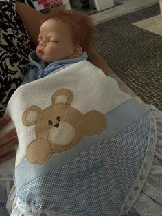 Manta para bebê personalizada com o tema e cores que desejar. - Dimensões: 90 cm x 90 cm - Material: 100% algodão Consulte-nos para outras opções. R$ 120,00