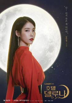 "IU y Yeo Jin Goo lucen misteriosos e impresionantes en nuevos pósters de sus personajes para ""Hotel Del Luna"" Korean Star, Korean Girl, Korean Actresses, Korean Actors, Kpop Girl Groups, Kpop Girls, Kdrama, K Pop, Warner Music"