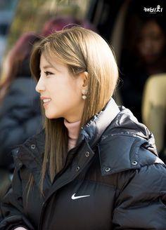 Chorong! | 141121 OTW to Music Bank | Cr : 케비지