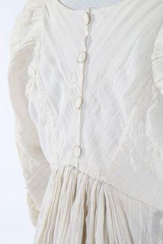 One Item - Kerry Taylor Auctions Regency Dress, Regency Era, 1800s Fashion, Vintage Fashion, Muslin Dress, Dorset Buttons, Orphan Black, Empire Style, Little White Dresses