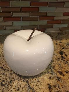 STG0151 Ceramic White Apple