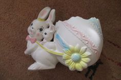 Vntg LEFTON? BUNNY w/BABY – PULLING LARGE EASTER EGG PLANTER #5695 FAMILY PIECE