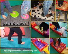 - Objets + ASC- Explorer des qualités tactiles (avec les pieds!) ---> Encore des idées de variantes de parcours sensoriel: balles, raquettes, ficelles, cordes, moquette, tissus, en caisse ou fixé au sol, ou en tunnel (foulards) Sensory Wall, Sensory Activities, Montessori, Kid N Play, Baby Club, Gross Motor Skills, Eyfs, School Classroom, Childcare