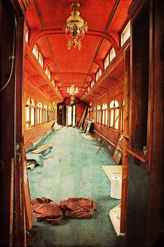 train interior - - would make an amazing tiny house Abandoned Buildings, Abandoned Places, Abandoned Castles, Abandoned Mansions, Car Station, Train Station, Train Tracks, Train Rides, Pullman Train