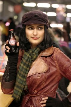 A new photo of my Piper cosplay! This time featuring a Nuka Cola a friend of mine made: Attribute Cosplay. I'm quite please with the overall look of this cosplay. Fallout Facts, Fallout Fan Art, Fallout Game, Fallout New Vegas, Fallout Costume, Fallout Cosplay, Amazing Cosplay, Best Cosplay, Anime Cosplay