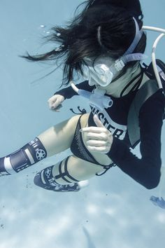 Nothing's hotter than a girl who can SCUBA dive Action Pose Reference, Human Poses Reference, Pose Reference Photo, Figure Drawing Reference, Body Reference, Action Poses, Underwater Photos, Underwater Photography, Photography Poses