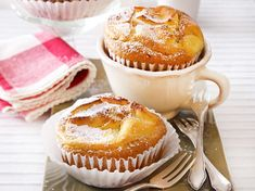 Käsekuchen-Muffins - so geht das Grundrezept | LECKER Dessert Recipes For Kids, Kid Desserts, Homemade Desserts, Easy Cake Recipes, Baking Recipes, Dessert Simple, Bon Dessert, Muffins Sains, Desserts Sains