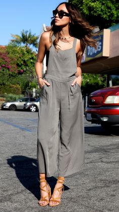 stunning jumpsuit and strappy heels for the last Summer days. Or wear with a blazer or denim jacket for Fall!