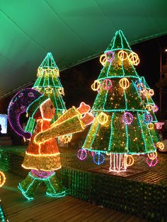 Christmas Town, Outdoor Christmas, Christmas Lights, Merry Christmas, Christmas Decorations, Xmas, Christmas Ornaments, Holiday Decor, Latin Travel