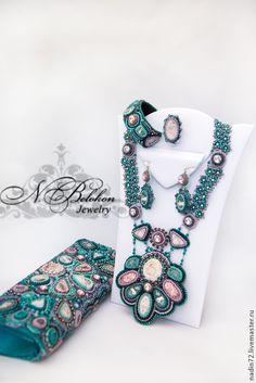 Купить Комплект украшений изумрудного цвета - зелёный, изумрудный, комплект украшений, клатч, вечерняя сумочка