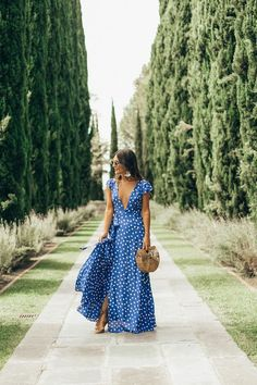 Polka Dot Maxi Dress Styling a polka dot maxi wrap dress at the beautiful Greystone Mansion. How a mansion can exist in the Hollywood Hills blows my mind! Casual Dresses, Fashion Dresses, Summer Dresses, Fashion Clothes, Hijab Fashion, Vogue Dresses, Summer Fashions, Summer Maxi, Style Clothes