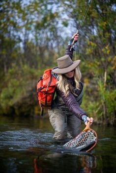 largemouth bass fly fishing tips Fly Fishing Girls, Fishing Life, Gone Fishing, Best Fishing, Kayak Fishing, Fly Girls, Trout Fishing Tips, Fishing Videos, Fishing Knots