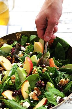 Apple Cranberry Walnut Salad: Crisp apples, dried cranberries, feta cheese, and hearty walnuts come together in a fresh Autumn salad. Spinach Apple Salad, Green Apple Salad, Cranberry Walnut Salad, Apple Walnut Salad, Baby Spinach, Candied Walnut Salad, Carrot Salad, Clean Eating, Healthy Eating