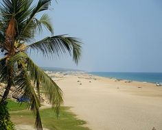 Ankunft in Kovalam einem der beliebtesten Strandorte Südindiens  #taipantouristik #indien #kerala #kovalam #strand #soschön #sonne #wanderlust #reiseblogger #urlaub #immereinereisewert #meer Goa, Kovalam, Strand, Wanderlust, Beach, Water, Outdoor, Sun, Vacation
