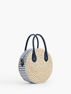 Crochet Straw Circle Crossbody Bag Crochet Straw Circle Crossbody Bag Crochet Straw Circle Crossbody Bag The post Crochet Straw Circle Crossbody Bag appeared first on Fashion Chic. Bag Crochet, Crochet Shell Stitch, Crochet Handbags, Crochet Purses, Knit Bag, Crochet Clutch, Diy Bags Purses, Purses And Handbags, Armband Diy