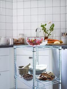 Låt Omar ta plats i köket – Livet Hemma Kitchen Organization, Kitchen Storage, Ikea Omar, Ikea Breakfast, Kitchen Cart, Cooking, Kitchen Designs, Inspiration, Furniture