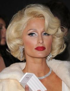 Paris Hilton Bob Hairstyles is the best hairstyle trends to inspire your next haircut. These Bob Hairstyles hairstyles will let you rock your natural curls and make the most of your gorgeous texture. Square Face Hairstyles, Retro Hairstyles, Curly Bob Hairstyles, Elegant Hairstyles, Party Hairstyles, Blonde Curly Bob, Short Blonde Haircuts, Popular Short Haircuts, Short Curly Hair