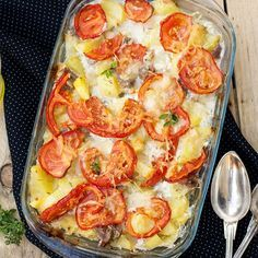 Potatoes au gratin with bacon, tomatoes and gruyère cheese - - Veggie Recipes, Soup Recipes, Cooking Recipes, Healthy Recipes, Vegetable Soup Healthy, Veggie Soup, Cuisine Diverse, Potatoes Au Gratin, Turkey Soup