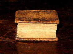 MINIATURE-2-THUMB-Holy-Bible-c1770-Leather-ANTIQUE-English-LEATHER-Victorian