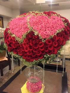 32 Popular Valentine Flowers Bouquet For a Romantic Moment - Valentine's Day is one such occasion when couples, much in love, can present different Valentine's Day flowers to the love of their life and convey to. Beautiful Rose Flowers, Beautiful Flower Arrangements, Unique Flowers, Amazing Flowers, Floral Arrangements, Beautiful Flowers, White Roses Meaning, Happy Birthday Flower, Anniversary Flowers