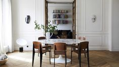 Required reading: Perfect kitchens, dreamy interiors and secret city gardens Home Design, Home Interior, Interior Design, Pierre Jeanneret, Eero Saarinen, Los Angeles Homes, Le Corbusier, Chandigarh, Beautiful Interiors